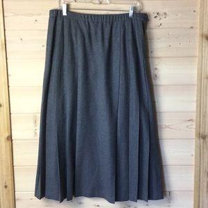Classic Virgin Wool Pleated Highlands Side Zipper